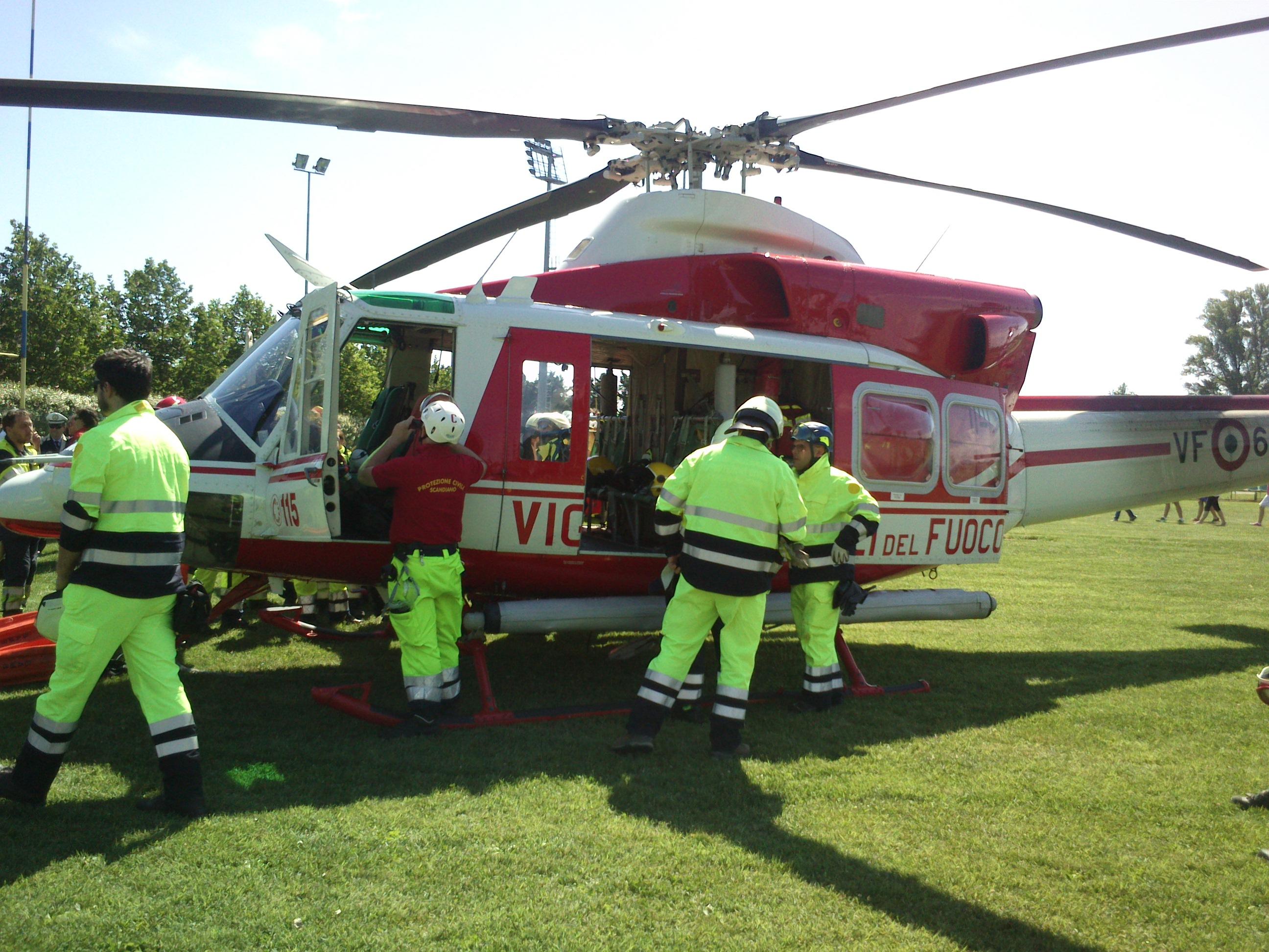 Elicottero Usato : Elicottero corpo guardie ecologiche parma